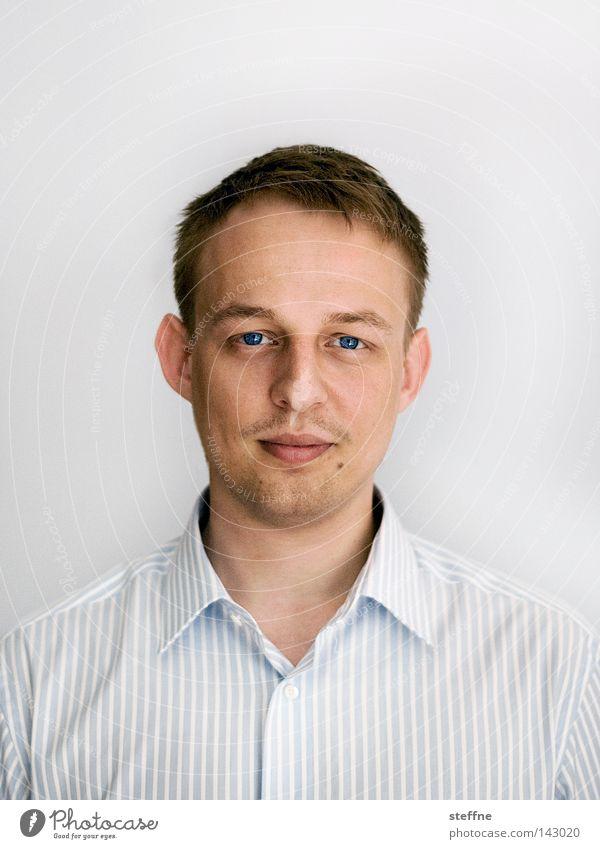 freund Porträt Mann schön Gesicht ruhig Auge Kopf Nase Sicherheit offen Lippen Student Vertrauen Bart Hemd Typ