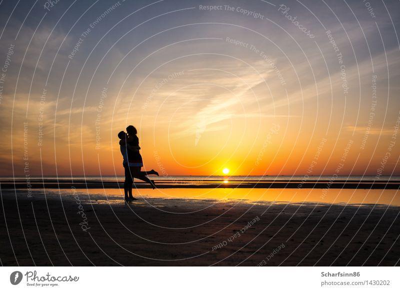 Liebespaar, Silhouetten Lifestyle exotisch Freude Tourismus Ausflug Sommerurlaub Strand Meer Mensch Frau Erwachsene Mann Familie & Verwandtschaft Paar Partner