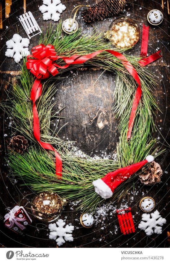 WeihnachtsKranz und verschiedene Winterdekorationen Weihnachten & Advent Haus Wand Innenarchitektur Schnee Stil Hintergrundbild Mauer Holz Feste & Feiern Design