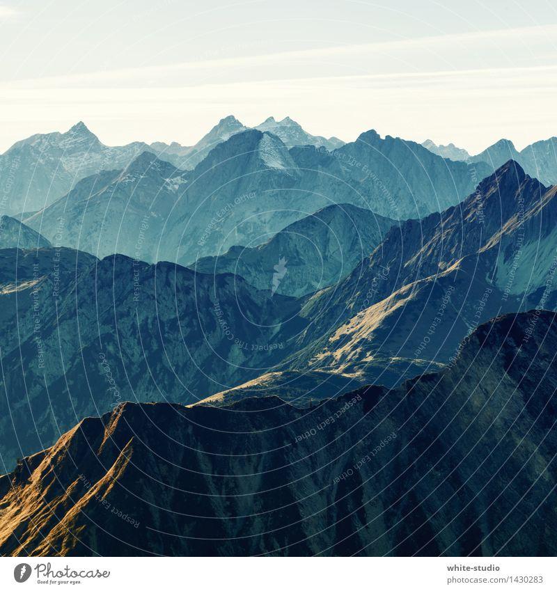Just Mountains Alpen Berge u. Gebirge Gipfel Schneebedeckte Gipfel Schlucht wandern Bergsteigen Berghang Bergkuppe Bergkette Bergkamm Nebel Nebelschleier Niveau