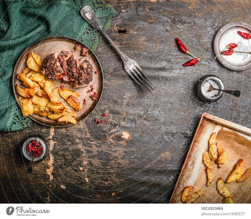 Schweinefilet mit Kruste und Ofenkartoffel dunkel Speise Foodfotografie Essen Stil Design Häusliches Leben Ernährung Tisch einfach Kräuter & Gewürze