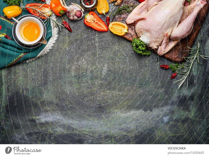 Ganzes Hähnchen mit Öl und Gemüse Zutaten für schmackhafte Küche Gesunde Ernährung Leben Foodfotografie Stil Hintergrundbild Lebensmittel Design frisch Tisch
