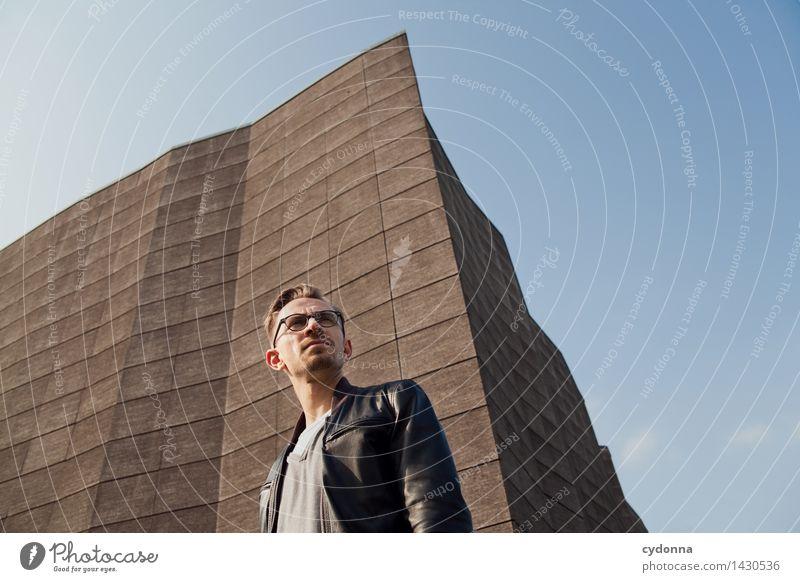 Neue Aussichten Mensch Jugendliche Junger Mann 18-30 Jahre Erwachsene Leben Architektur Stil Lifestyle Freiheit Fassade Design modern Erfolg Beginn