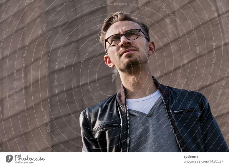 Was kommt? Mensch Jugendliche Junger Mann 18-30 Jahre Erwachsene Leben Stil Lifestyle Mode träumen modern Zukunft Idee einzigartig planen Brille