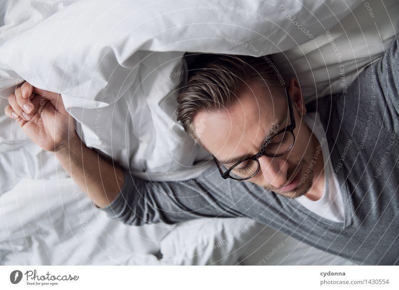 Bisschen müde Mensch Jugendliche Erholung Junger Mann ruhig 18-30 Jahre Erwachsene Leben Gesundheit träumen Zufriedenheit liegen Freizeit & Hobby Zukunft weich