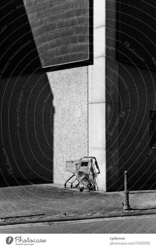 Auszeit Stadt Wand Wege & Pfade Mauer Lifestyle leer Zukunft kaufen Vergänglichkeit Ende Wirtschaft Beratung Irritation Reichtum Konflikt & Streit