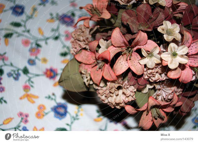 Die Deko für.... Farbfoto mehrfarbig Muster Festessen Dekoration & Verzierung Tisch Blume Stoff Blumenstrauß alt oben rosa falsch Decke Blumenmuster Vase
