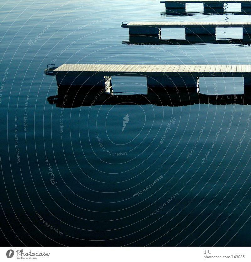 wassermusik Wasser ruhig Bewegung See Linie Wellen hoch Dynamik Steg tief aufwärts Anlegestelle Ostsee Oberfläche laut Gegenteil