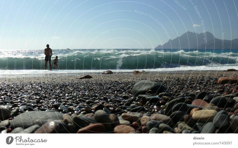 Noch´n Tag am Meer Ferien & Urlaub & Reisen Strand Wellen Schwimmen & Baden Kies Brandung Küste Korsika Porto Erholung Himmel blau Mann Kind Vater Sohn Freude
