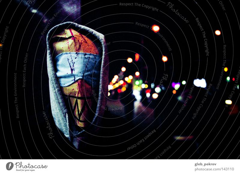 Mensch Mann Farbe Straße dunkel Kopf Farbstoff Bekleidung Maske Filmindustrie Müll Medien sozial Schraube Kapuze Mundschutz