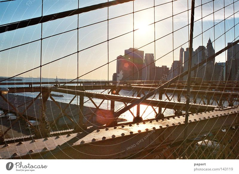 sunset on steel part 2 New York City USA Amerika Amerikaner Brooklyn Brooklyn Bridge Brücke Stahl Stahlträger robust Metall Metallwaren Straße Aussicht