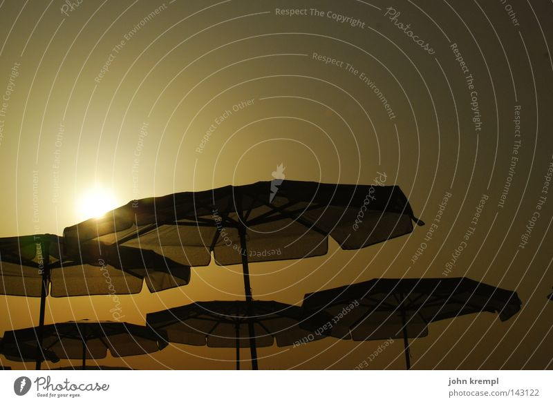 unheimliche begegnung der dritten art Sonne Meer Sommer Strand Küste Sonnenschirm Abenddämmerung UFO Himmelskörper & Weltall Wetterschutz Malta