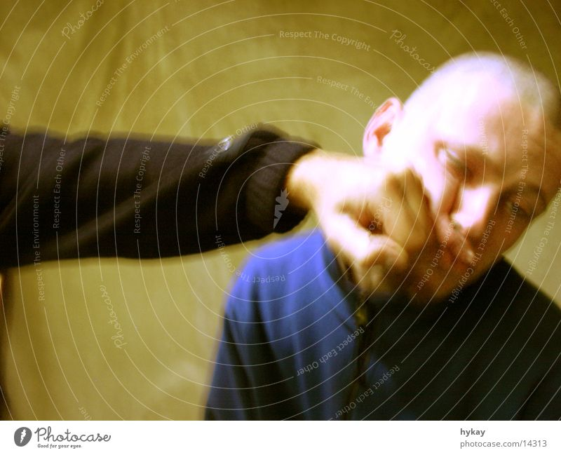 gewaltverherrlichung Faust Freundschaft Aktion Missverständnis Randgruppe Gesicht Schlag Schmerz kieferbruch Gewalt