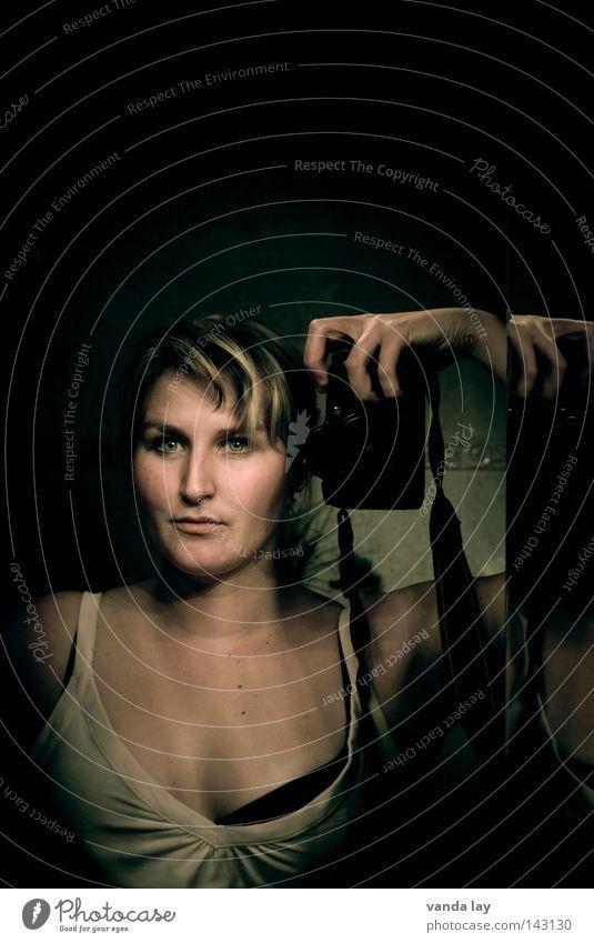 Self Frau schön Auge Bad Fotokamera Selbstportrait Hochmut Unterwäsche Torso BH Auslöser Spiegelreflexkamera