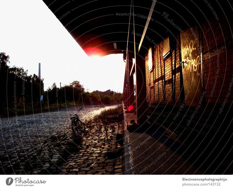 lonely rider Sonne Sommer Einsamkeit ruhig verfallen Bahnhof