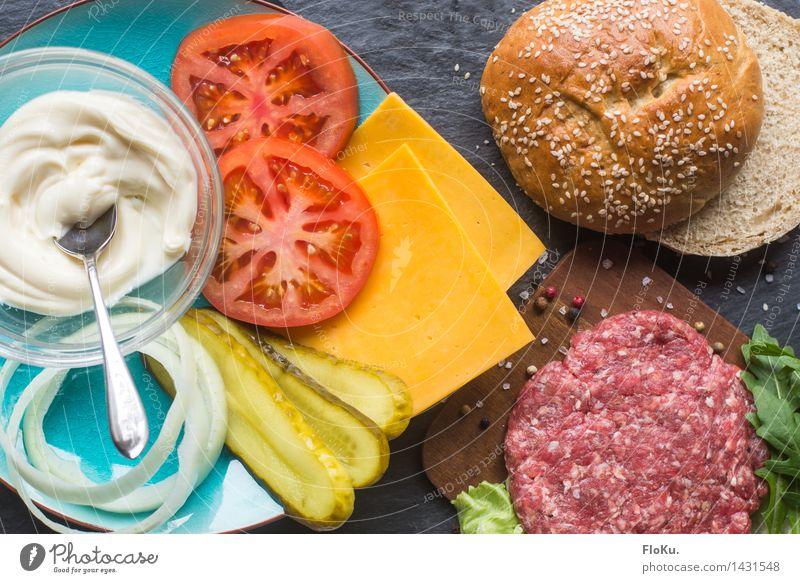 It's Burger Time Lebensmittel frisch Ernährung Küche Gemüse lecker Backwaren Fleisch Teigwaren Tomate Salatbeilage Brötchen Käse Pfeffer Zutaten