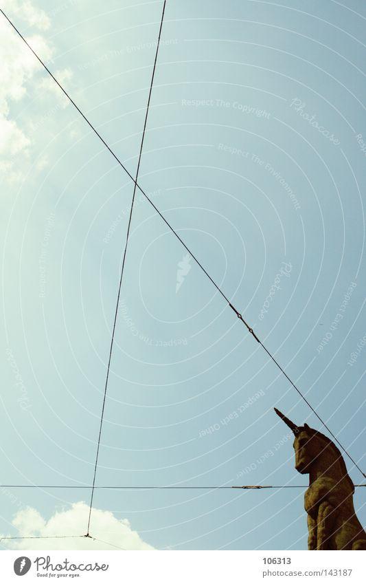 THE LAST URBAN UNICORN Himmel blau Wolken Linie Kraft Kraft Pferd historisch Statue Wahrzeichen Skulptur Geometrie rechnen Dreieck