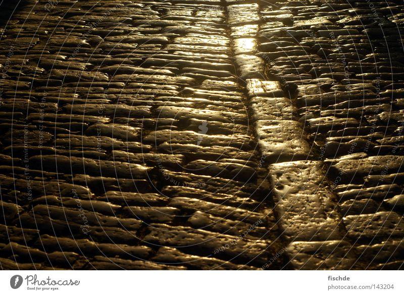 altstadtpflaster alt Straße Wege & Pfade Stein Linie Neigung Vergangenheit Bürgersteig Verkehrswege Altstadt Kopfsteinpflaster Gasse Straßenbelag Pflastersteine Straßenrand Abendsonne