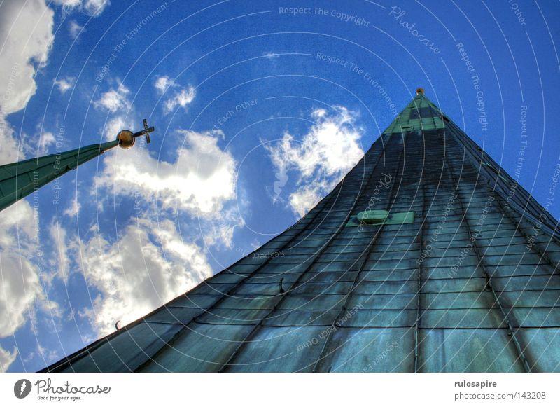 Spitze! Götter Religion & Glaube Ecke aufstrebend Kirchturm steil Kunst Turmspitze Dach Dachziegel Kupferdach Christentum Gold Wolken klein weiß strahlend