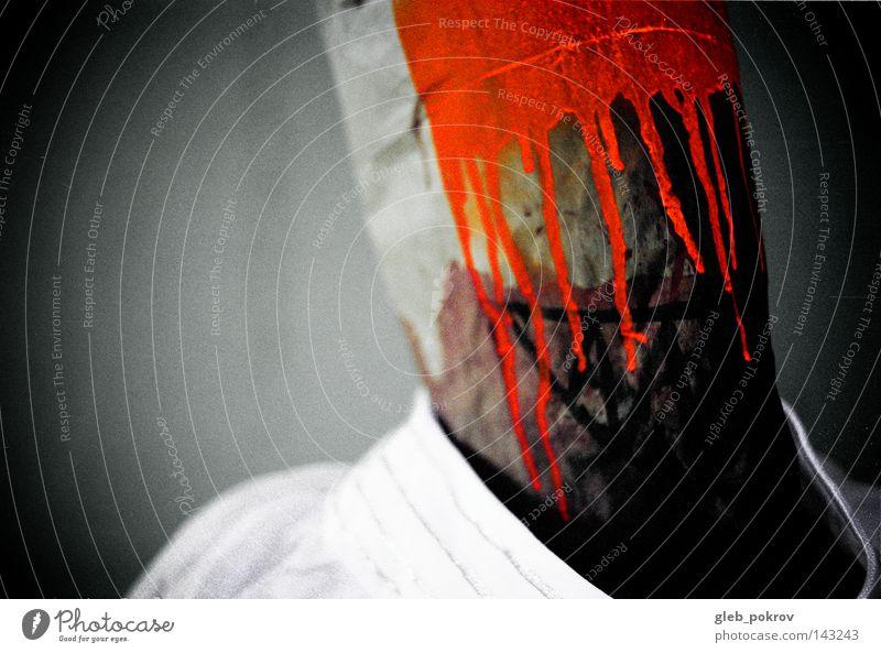 Kranker Witzbold. Mann Licht Lichterscheinung Schraube Farbstoff Mundschutz Maske Kapuze Sturmhaube Kopf Bekleidung Müll filmen Orange Kulisse Angst Panik