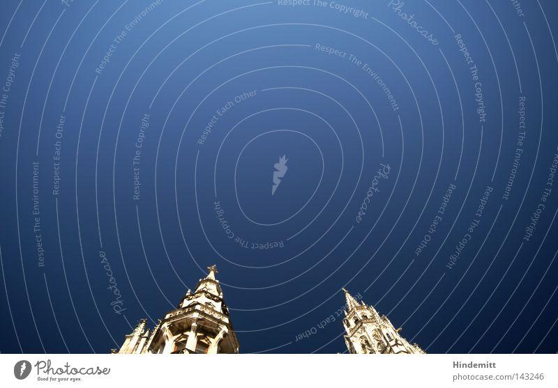 LOKALKOLORIT | Ohne Glockenspiel Himmel blau schön Sommer weiß Architektur oben hell Tourismus Wetter hoch Spitze Schönes Wetter Turm Klarheit Wahrzeichen
