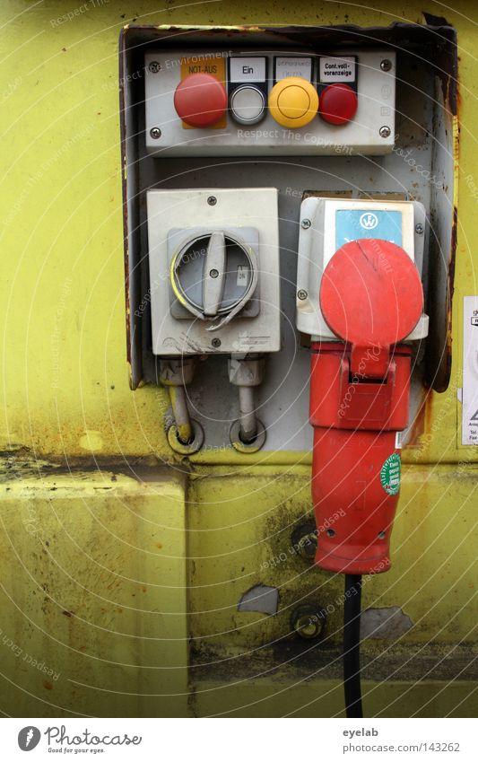 Elektrisches Dingsbums rot gelb Wand grau Metall Kraft gefährlich Kraft Elektrizität Sicherheit Industrie Maschine Kabel bedrohlich Technik & Technologie Kunststoff