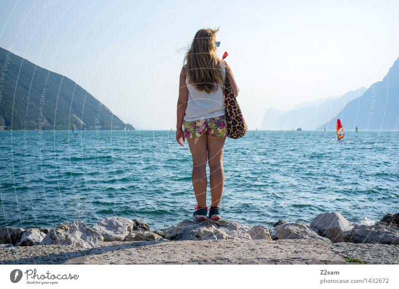 Lago Lago Lago Ferien & Urlaub & Reisen Abenteuer Sommerurlaub Surfer feminin Junge Frau Jugendliche 1 Mensch 18-30 Jahre Erwachsene Berge u. Gebirge Wellen