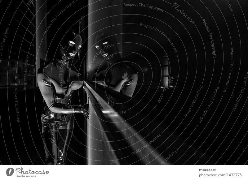 wer hat Angst vorm schwarzen Mann... Fetischismus Latex Anzug suit dunkel Kostüm Maske Frau feminin Halloween weiß Reflexion & Spiegelung