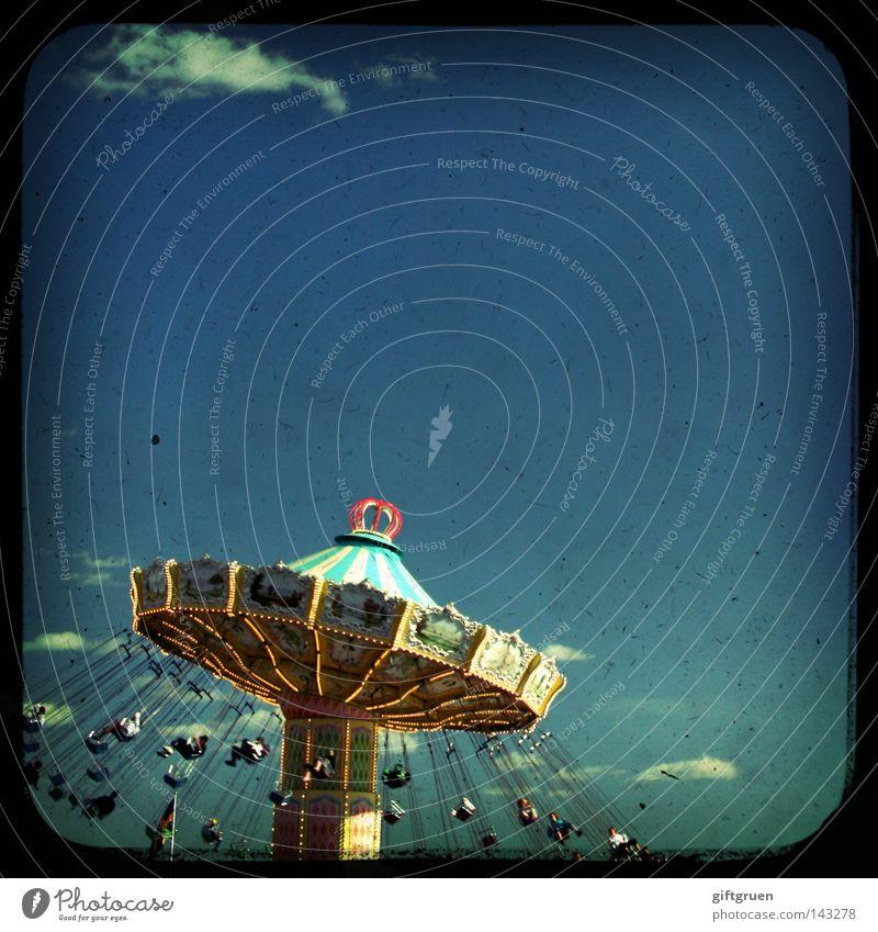 Rin|gel|spiel [n. 1; österr.] Karussell Freude Spielen Freizeit & Hobby Kindheit Jahrmarkt drehen Fairness Schwindelgefühl