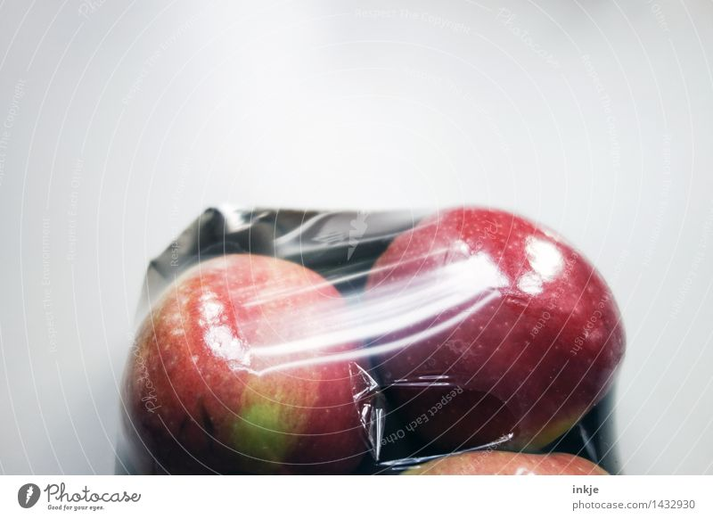 """""""bio""""... Lebensmittel Frucht Apfel Ernährung Bioprodukte eingeschweißt Verpackung Kunststoffverpackung Folie Cellophan frisch Gesundheit lecker rund saftig rot"""