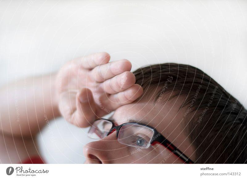Nach dem Rallyesieger Ausschau halten Mensch Mann Hand Gesicht Nase Suche Zukunft Brille Aussicht Typ Sportveranstaltung Erwartung Selbstportrait Kerl blenden
