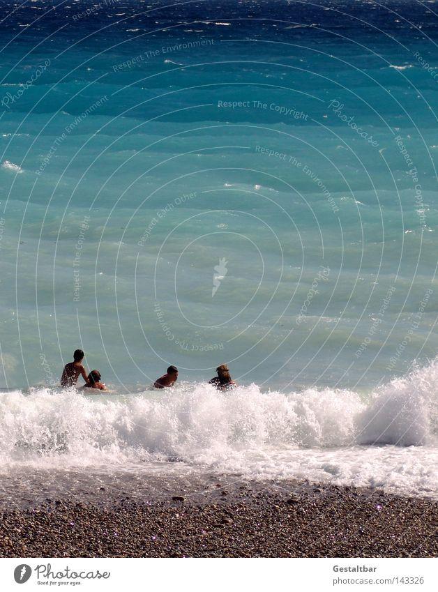 da waren es nur noch vier Meer Cote d'Azur Frankreich Nizza Wellen Wellengang Tourist Tourismus Erholung genießen Schaum Gischt spritzen Meerwasser Farbverlauf