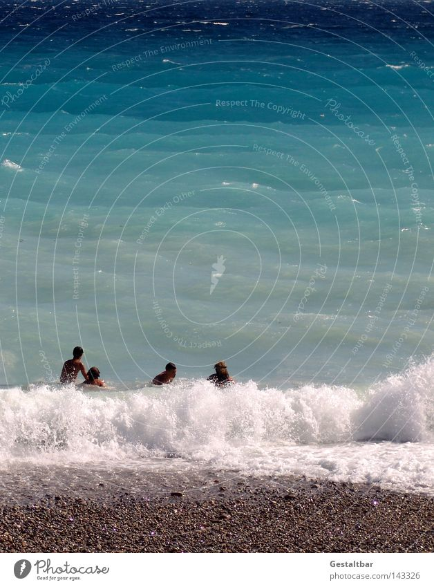 da waren es nur noch vier Mensch Wasser Meer Sommer Strand Erholung Wärme Sand Stein braun Schwimmen & Baden Wellen Tourismus Physik heiß genießen