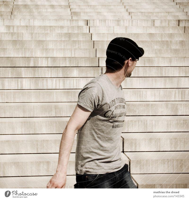 BLN 08 | RUN AWAY Geschwindigkeit Suche verfolgen Jagd bedrohlich hart Ecke eckig parallel Oberkörper Mütze Kopfbedeckung gesichtslos Einsamkeit Muster Beton