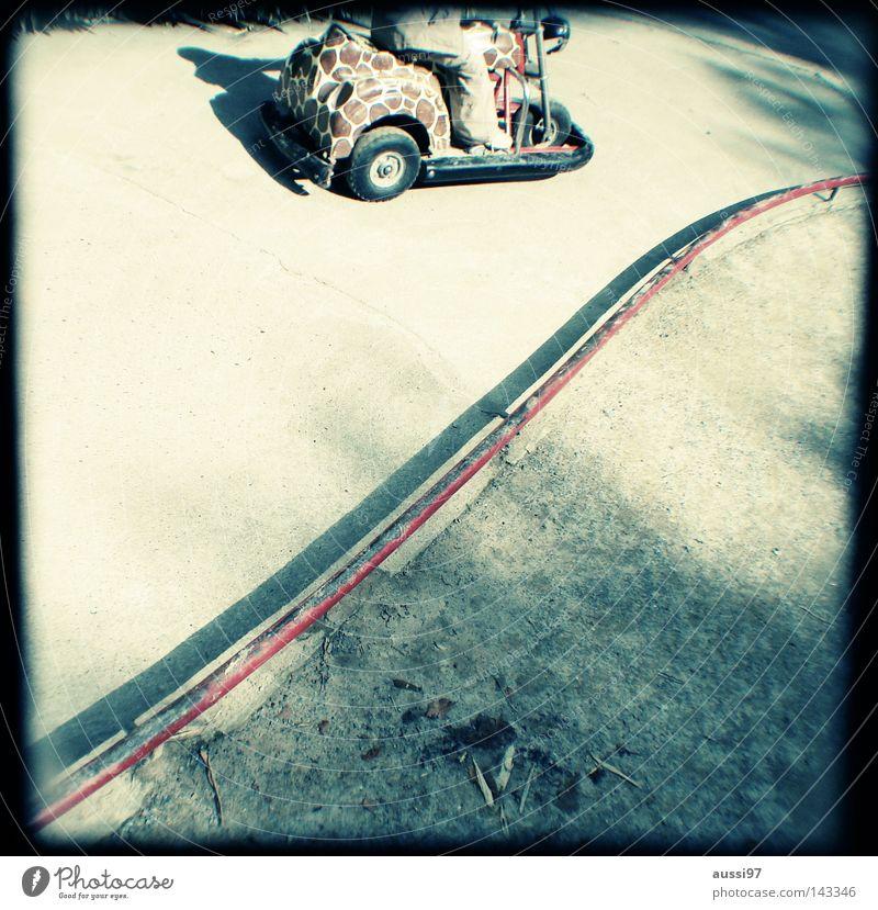 Dann fuhr ich ins Büro... analog Sucher umrandet Rahmen Go-Kart Autorennen Formel 1 Verkehr Spielen Lichtschacht Lichtschachtsucher zweiäugig
