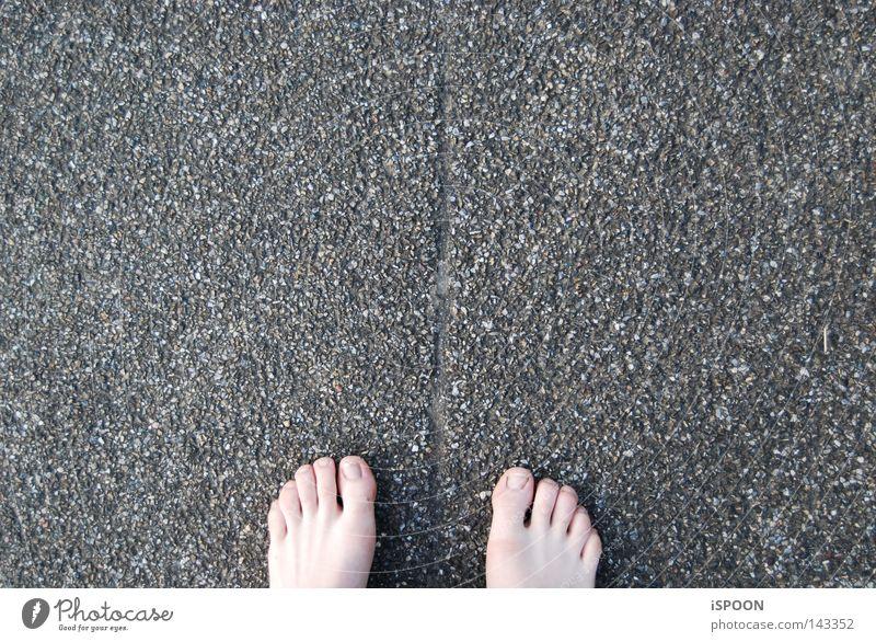 Strassenstrich Straße grau Stein Fuß 10 Linie Fuge Verkehrswege Krazer Some Bodenbelag Teer Barfuß Zehnnägel Wärme spühren