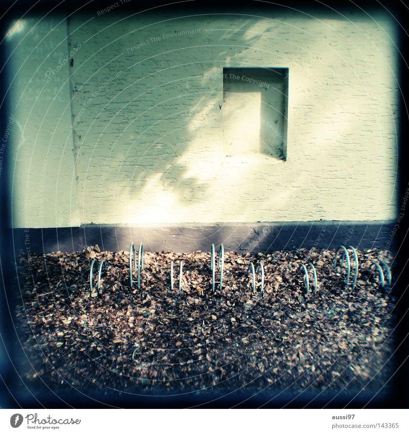 Fenster/shut analog Sucher umrandet Rahmen Mauer Fahrradständer historisch obskur Lichtschacht Lichtschachtsucher zweiäugig Reflexion & Spiegelung sucherkamera