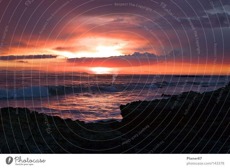 Sundown Sonnenuntergang Glück träumen Freiheit traumhaft Strand Abend Romantik Himmel Zufriedenheit Meer Abenddämmerung