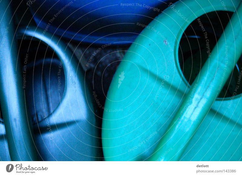 Kannenplausch Gießkanne blau grün Bildausschnitt Kreis Kleiderbügel Tragegriff Garten Freizeit & Hobby Wasser Bewässerung gießen Stillleben Pause ruhig