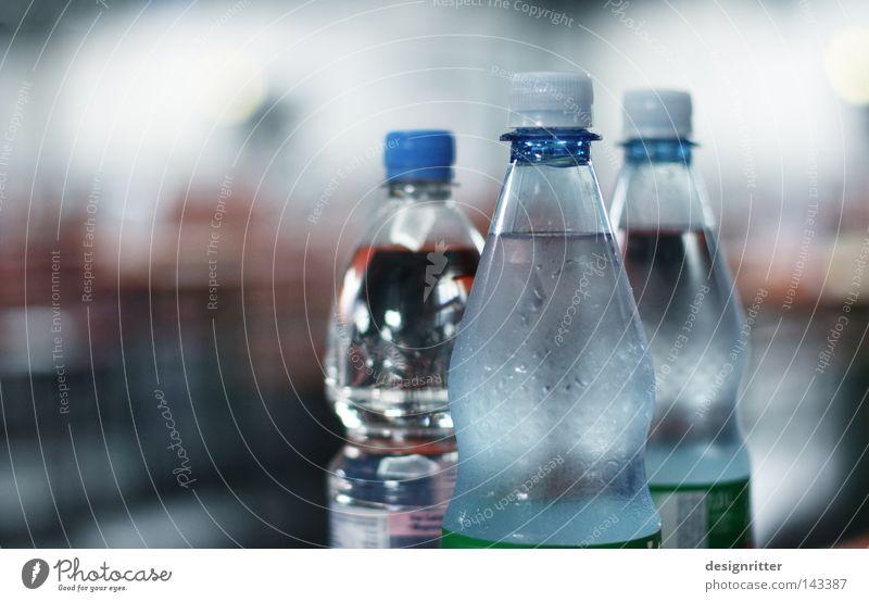 Mit oder ohne Wasser Leben Tod Trinkwasser einfach geschlossen Getränk Sehnsucht Suche Flasche Gott Durst vertrocknet Behälter u. Gefäße Salz Gewässer