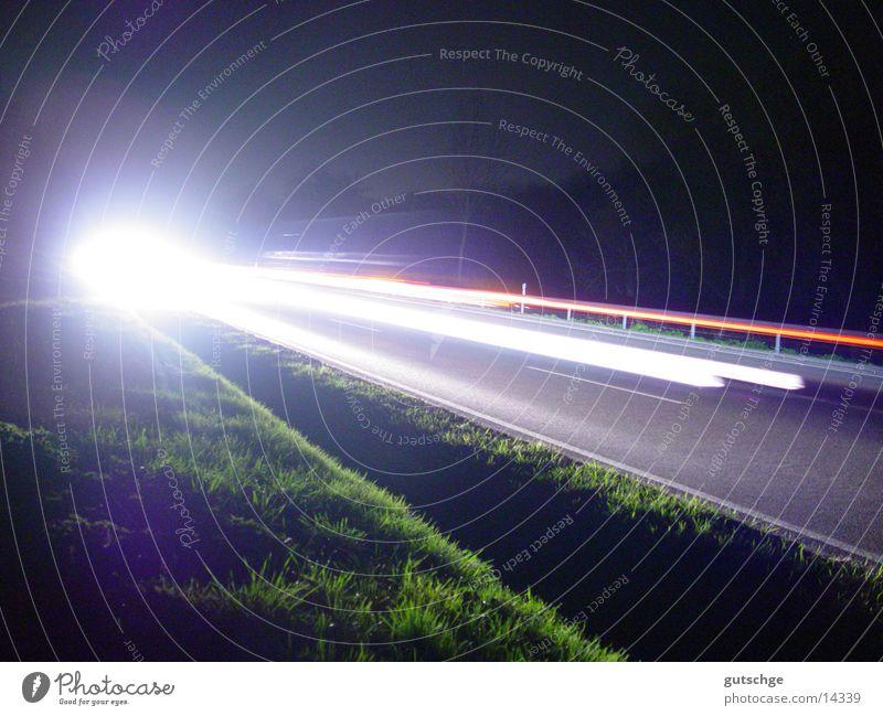 Bewegung Licht Nacht Langzeitbelichtung PKW