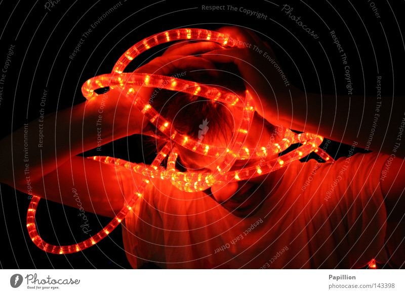 confused Beleuchtung Licht Lichterkette Wahnsinn durcheinander verrückt rot Kopf Gehirn u. Nerven Schmerz Angst Symbole & Metaphern bildlich Ende beenden