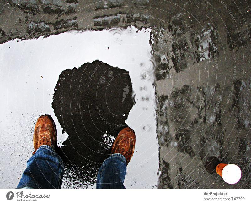 Abgründe tun sich auf Himmel Regen Wetter Kaffee Regenschirm Langeweile Pfütze Hinterhof Selbstportrait Hof