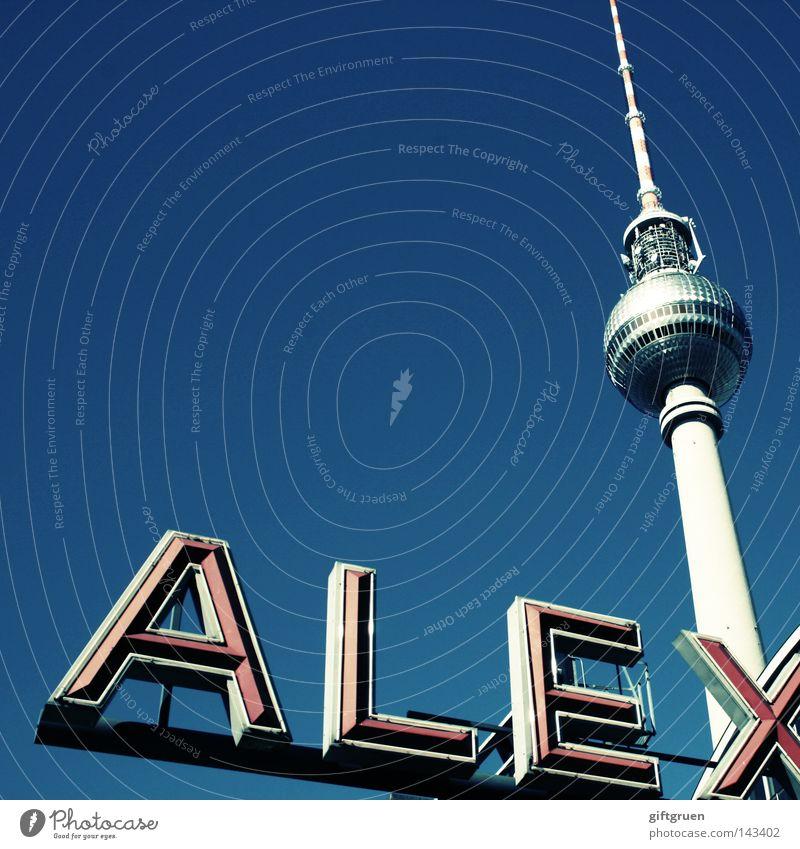 alex. Himmel blau Berlin Kunst Tourismus Schriftzeichen Fernsehen Turm Buchstaben Denkmal Typographie Radio Wahrzeichen Schönes Wetter Tourist Berlin-Mitte