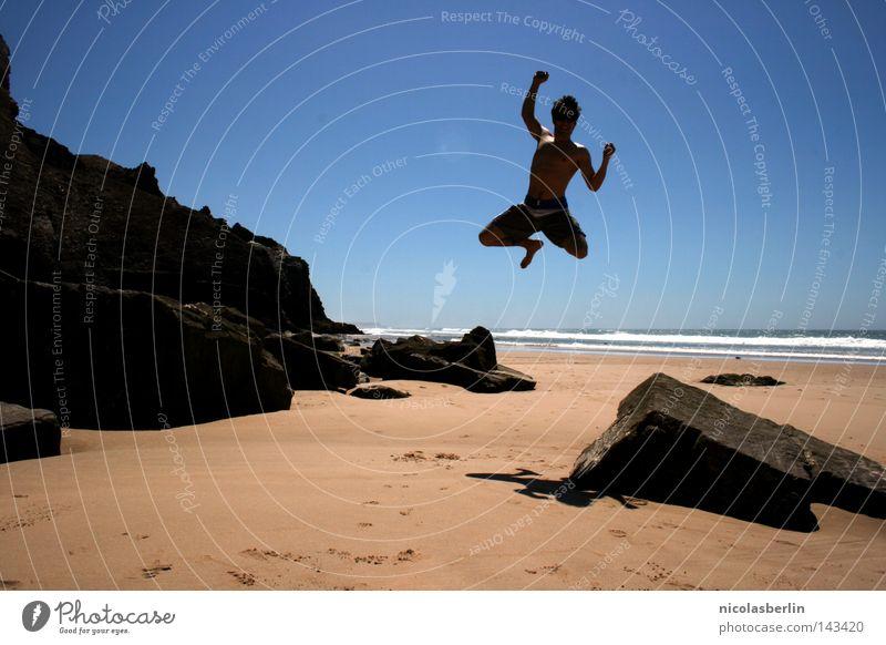 I DID IT :D Strand Meer Mann schwarz Erholung Körperhaltung Aktion Portugal Alentejo springen Freude seaside Sand Himmel boy Felsen Stein blau run arrifana feel