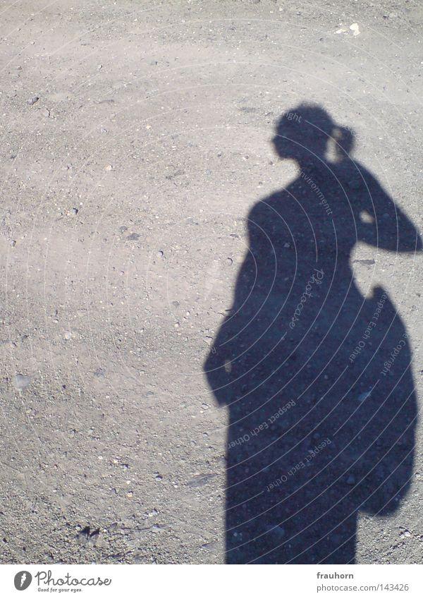where do you go Kieselsteine grau Wege & Pfade Fußweg trist Schatten Perspektive Aussicht Gedanke Denken rechnen Entscheidung innehalten andererseits