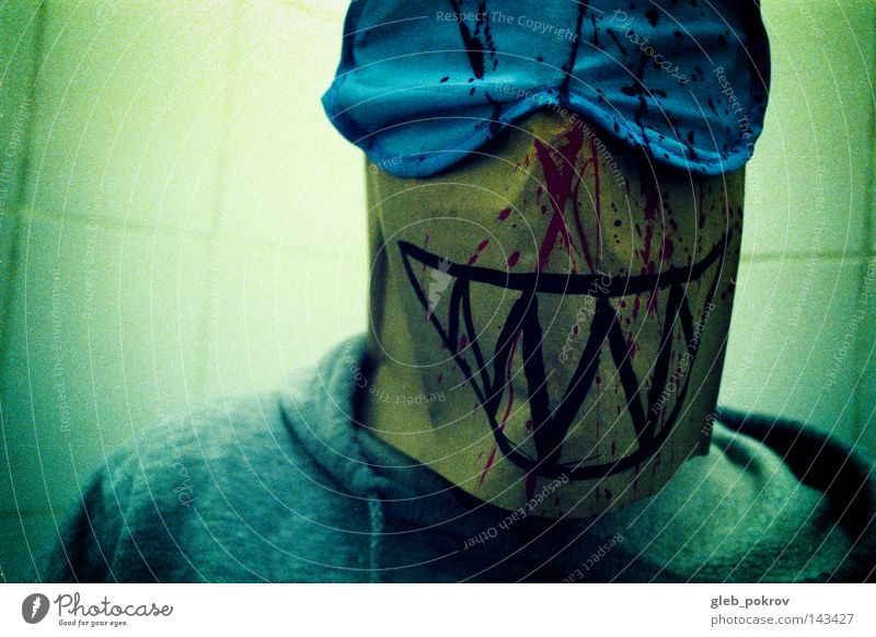 Joker. Mann Kapuze Kopf Licht Lichterscheinung Porträt filmen Kunst Russland Mundschutz Maske Bekleidung Sibirien Angst Panik Mensch Lichtquelle Blitzeffekt