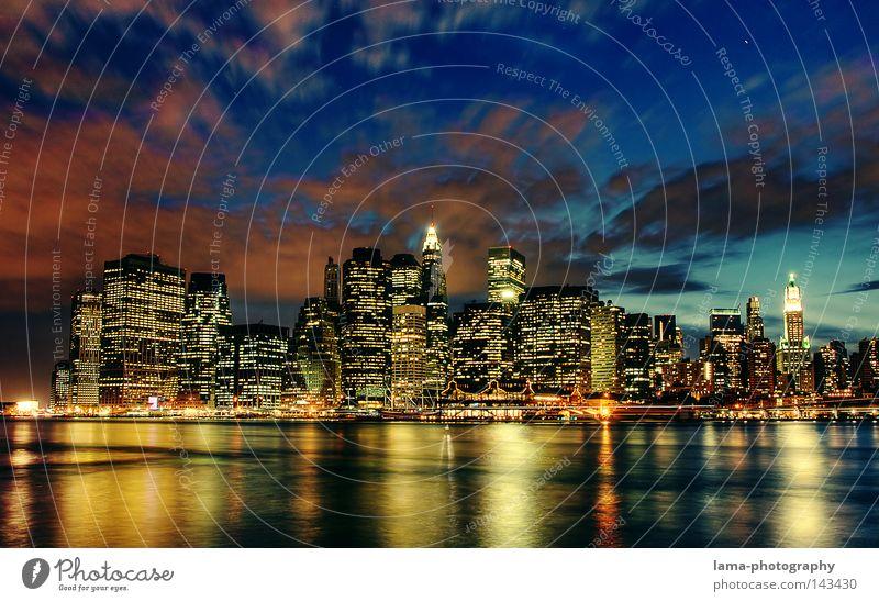 New York City Lights Wasser Himmel Stadt Brooklyn Haus Wolken Nacht Nordamerika Beleuchtung Wellen Hintergrundbild groß Hochhaus USA Fluss Romantik