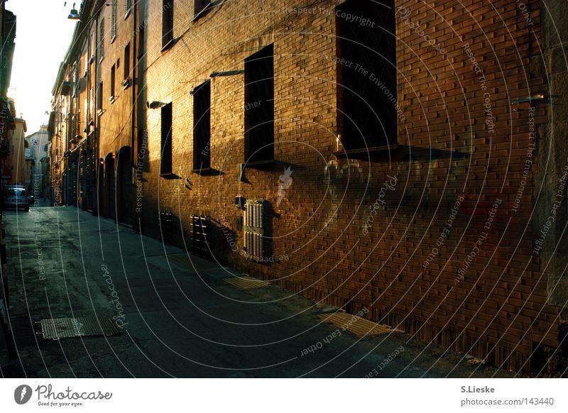 bella Italia Sonne Haus Einsamkeit Straße Mauer Verkehrswege Gasse