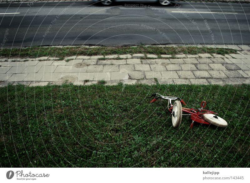 schule hat begonnen Unfall Fahrrad Straße Straßenverkehr KFZ PKW Sicherheit Spielen Kindheit Schüler Desaster Leben Tod alt Reifen Fahrradlenker fahren
